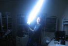 研究室でお泊り実験、ライトセーバーで遊ぶ大学生