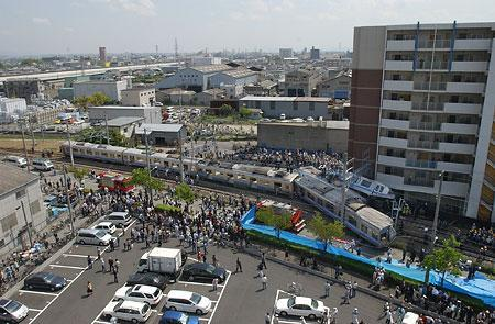 兵庫・尼崎で電車脱線事故